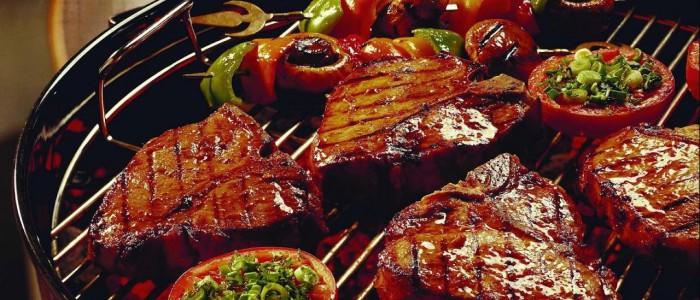 hd-barbecue-achtergrond-met-heerlijk-bbq-vlees-op-een-barbecue-wallpaper-foto-wallpaper-413538844